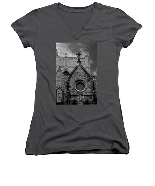 Memphis Cross In The Clouds Bw Women's V-Neck