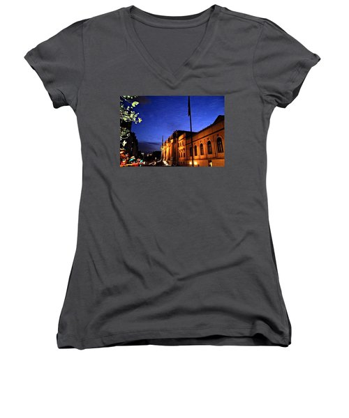 Metropolitan Museum Of Art Nyc Women's V-Neck T-Shirt