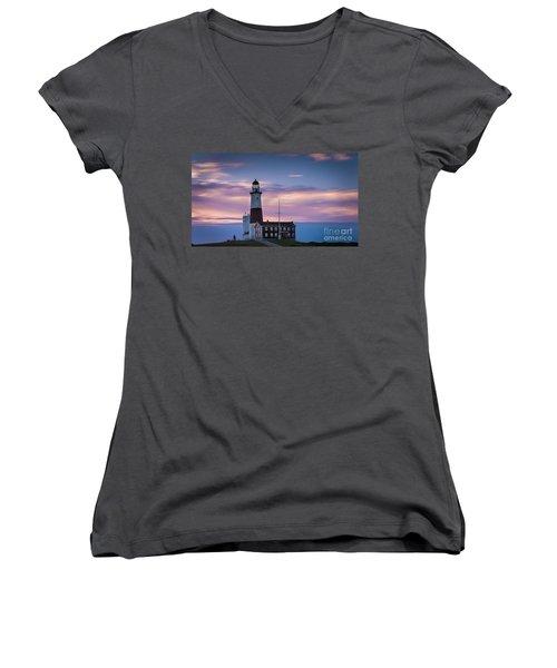 Montauk Lighthousepastel  Sunrise Women's V-Neck
