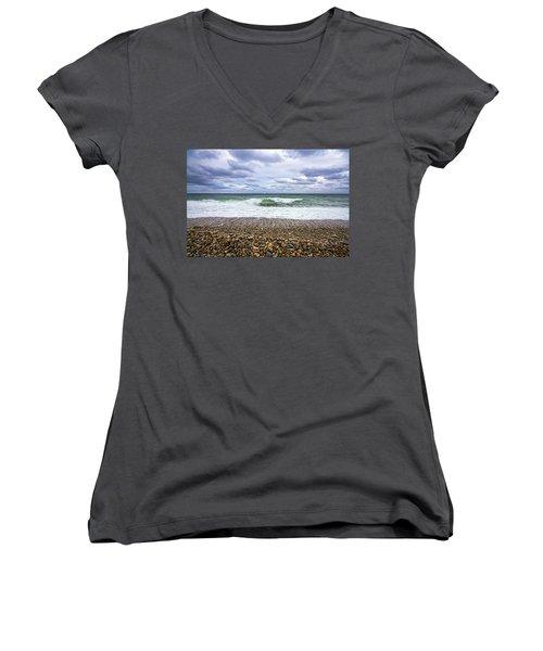Montauk Shore Break Women's V-Neck T-Shirt