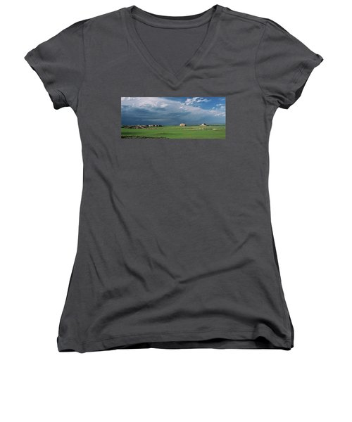 Moody-buttes Women's V-Neck (Athletic Fit)