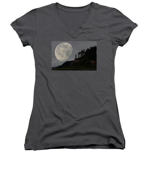 Moon At Roosevelt Beach Wa Women's V-Neck