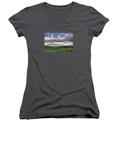Moscow Mtn Sunset Women's V-Neck (Athletic Fit)