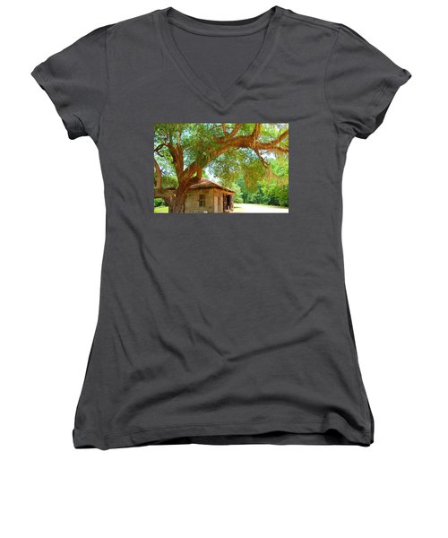 Mossy Tree In Natchez Women's V-Neck T-Shirt