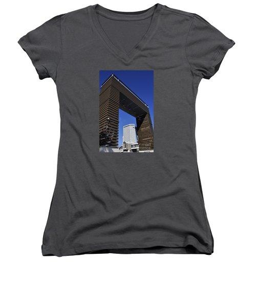 New Orleans Riverwalk Women's V-Neck T-Shirt