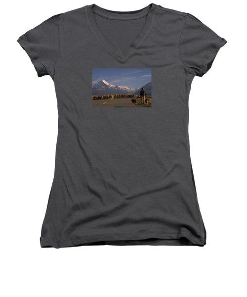 New Zealand Mt Cook Women's V-Neck T-Shirt (Junior Cut)