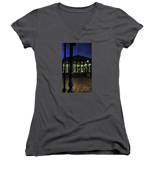 Night At The Museum Women's V-Neck T-Shirt