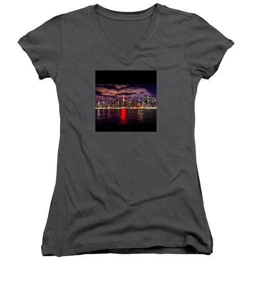 Nyc Skyline Women's V-Neck T-Shirt (Junior Cut)