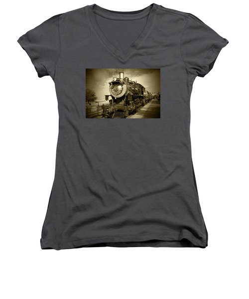 Old 475 - Bw Women's V-Neck T-Shirt