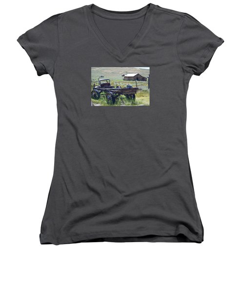 Old Bodie Wagon Women's V-Neck T-Shirt