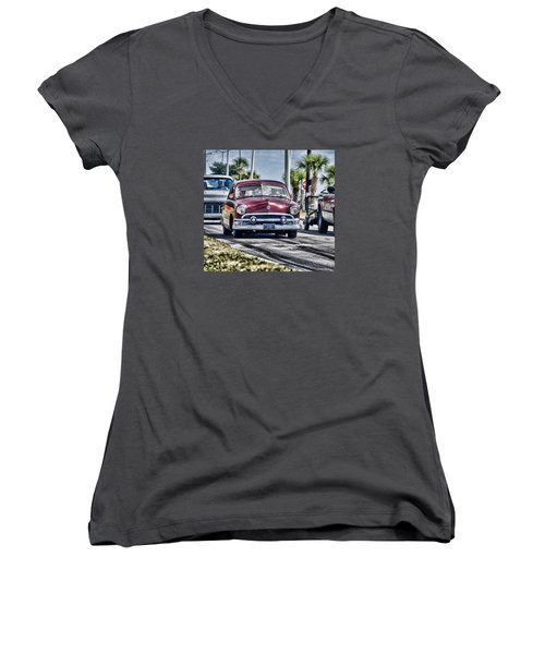 Old Car 1 Women's V-Neck T-Shirt