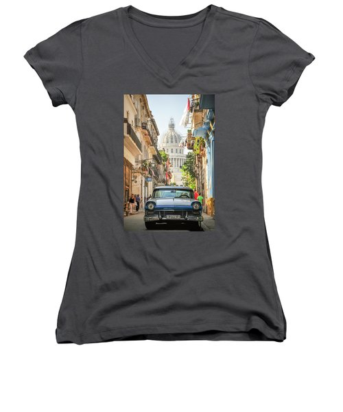 Old Car And El Capitolio Women's V-Neck T-Shirt