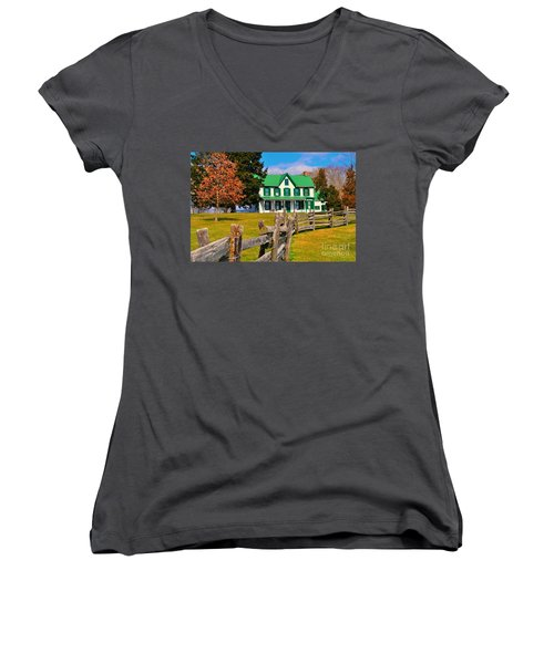 Old Farmhouse Women's V-Neck T-Shirt