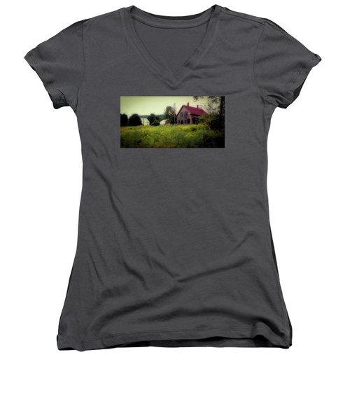 Old Farmhouse - Woodstock, Vermont Women's V-Neck
