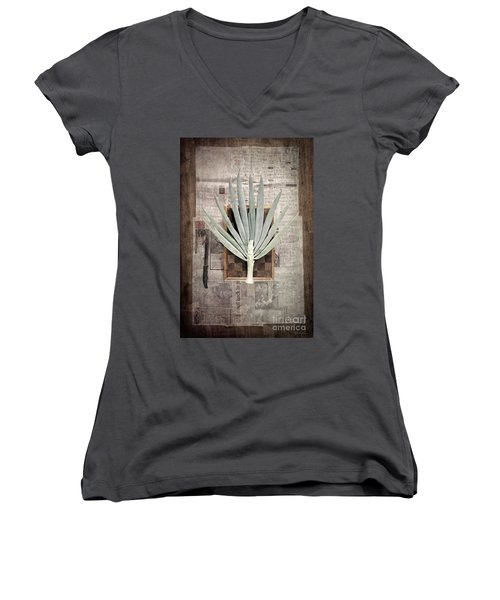 Women's V-Neck T-Shirt featuring the photograph Onion by Linda Lees