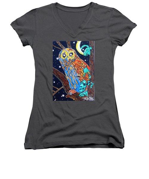 Owl Light Women's V-Neck T-Shirt