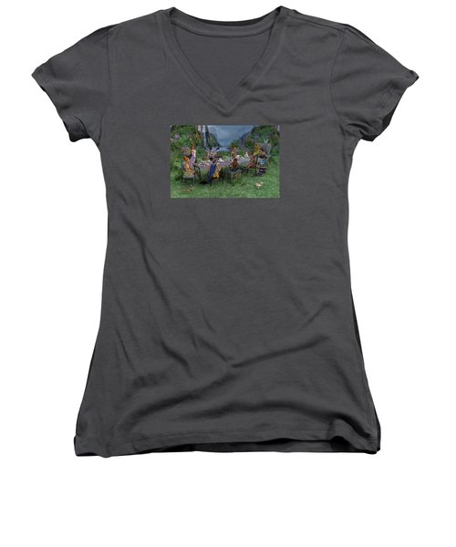 Particularities  Women's V-Neck (Athletic Fit)