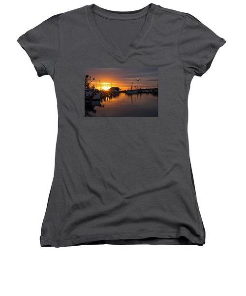 Pass Sunset Women's V-Neck T-Shirt
