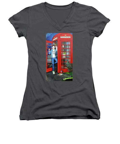 Peter Capaldi Dr Who Putting You Through Women's V-Neck T-Shirt