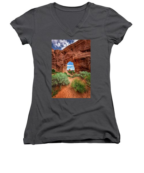 Pinetree Arch Women's V-Neck