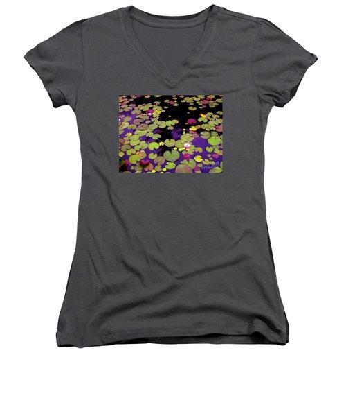 Family In Love Women's V-Neck T-Shirt