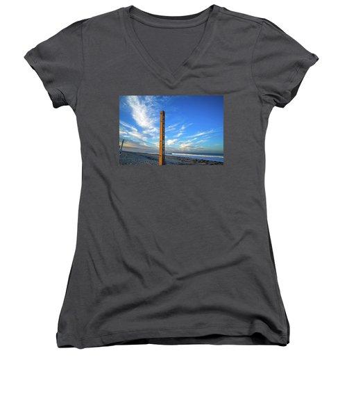 Ponto Beach Women's V-Neck T-Shirt (Junior Cut)