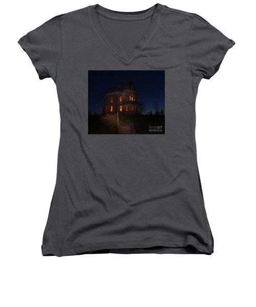 Psycho House-bates Motel Women's V-Neck T-Shirt (Junior Cut) by Jim  Hatch