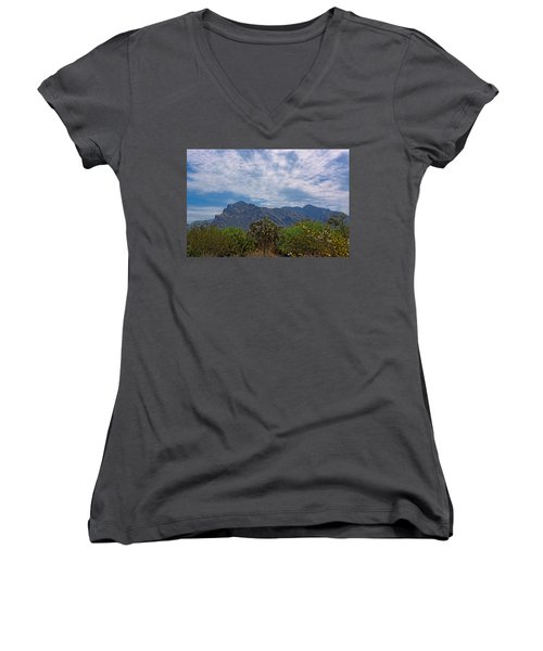 Women's V-Neck T-Shirt featuring the photograph Pusch Ridge Morning H26 by Mark Myhaver