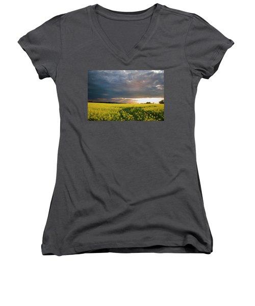 Rays At Sunset Women's V-Neck T-Shirt (Junior Cut) by Rob Hemphill