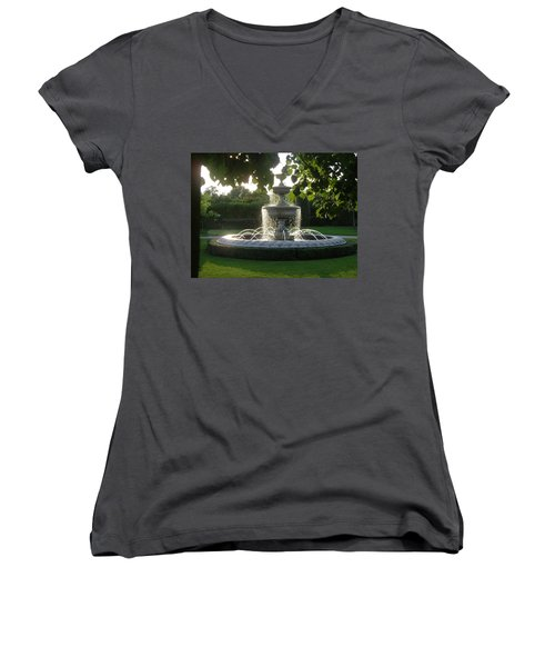 Regents Park Fountain Women's V-Neck