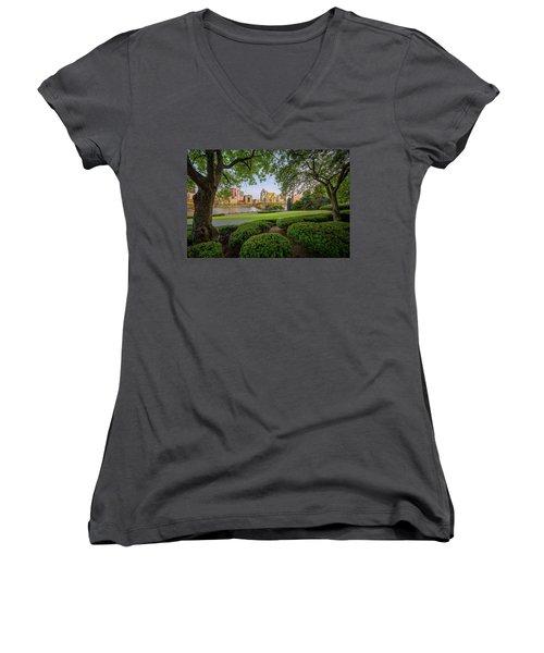 Roberto Clemente Bridge Women's V-Neck T-Shirt (Junior Cut) by Emmanuel Panagiotakis