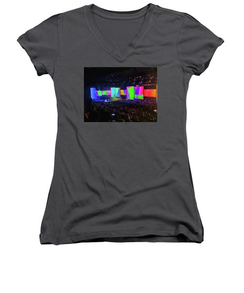 Roger Waters Tour 2017 - Another Brick In The Wall II  Women's V-Neck