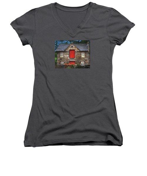 Roscommon Cottage Women's V-Neck T-Shirt