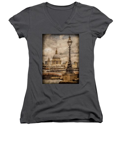 London, England - Saint Paul's Women's V-Neck