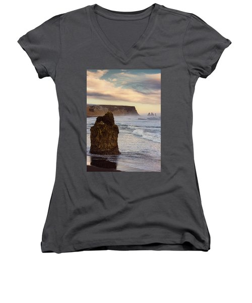 Sea Stack II Women's V-Neck (Athletic Fit)