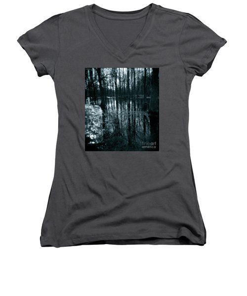 Series Wood And Water 7 Women's V-Neck