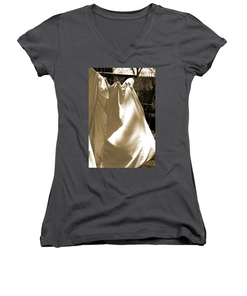Sheets On The Line Women's V-Neck T-Shirt