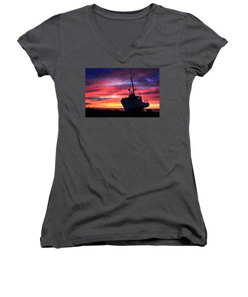 Silhouette Sunset Women's V-Neck (Athletic Fit)