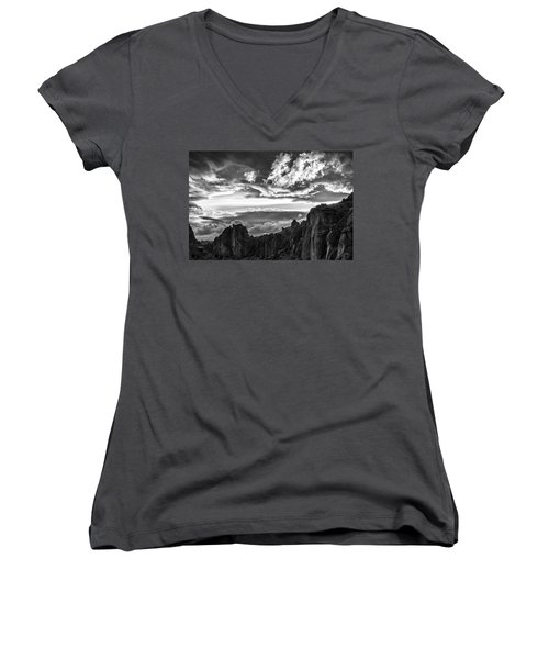 Smith Rock Skies Women's V-Neck