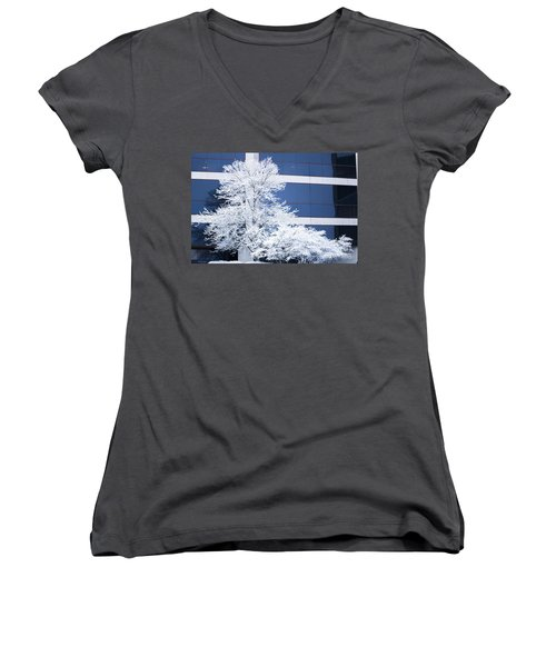 Snow Art Women's V-Neck (Athletic Fit)