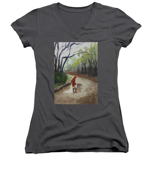 Splashing Women's V-Neck T-Shirt