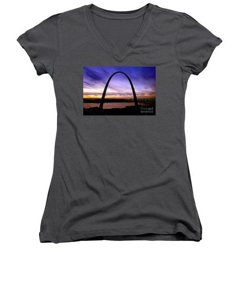 St. Louis, Missouri Women's V-Neck T-Shirt