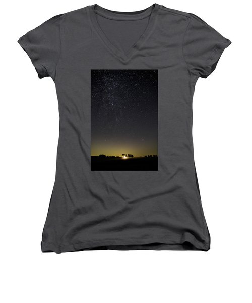 Starry Sky Over Virginia Farm Women's V-Neck (Athletic Fit)