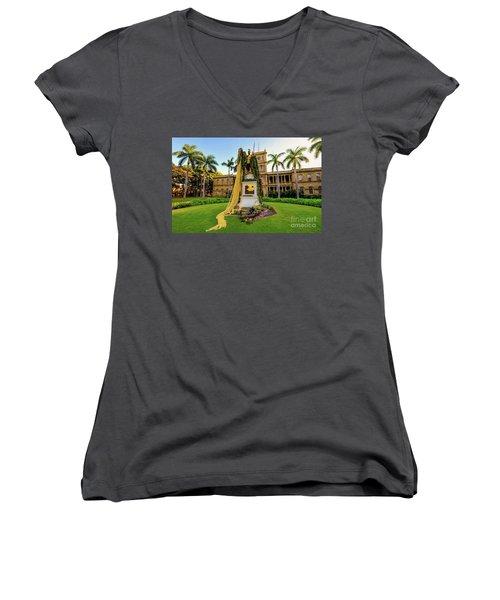 Statue Of, King Kamehameha The Great Women's V-Neck