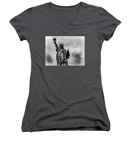 Statue Of Liberty Photograph Women's V-Neck