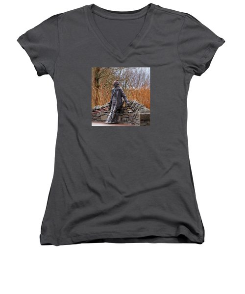 Statue Of Tom Weir Women's V-Neck T-Shirt (Junior Cut) by Jeremy Lavender Photography