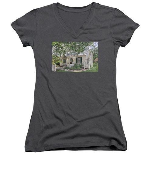 Sunday House Cottage Women's V-Neck