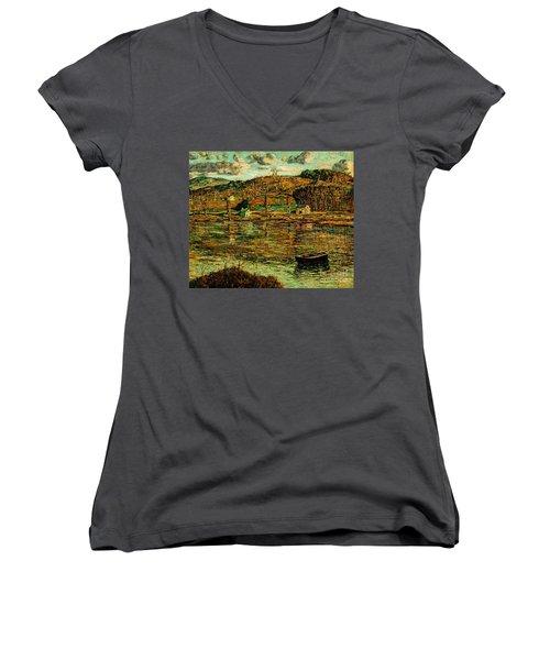 Sunlight On The Harlem River 1919 Women's V-Neck T-Shirt
