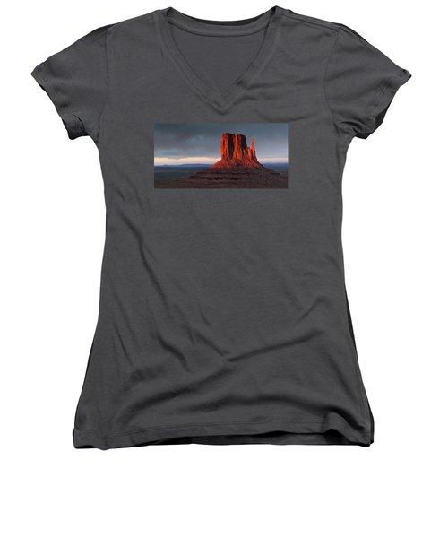 Sunset At Monument Valley Women's V-Neck T-Shirt