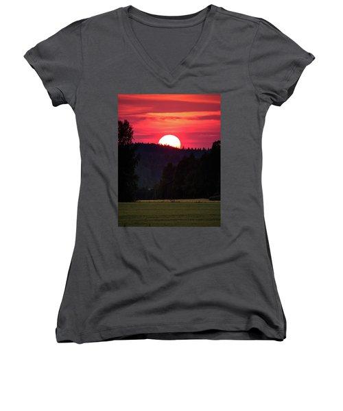 Sunset Scenery Women's V-Neck T-Shirt